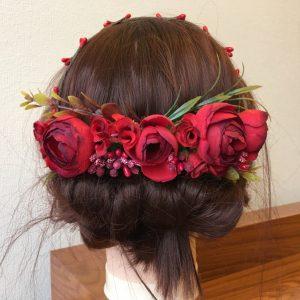 Венок на голову с красными розами