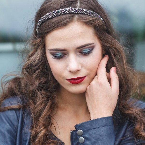 Ободок для волос с хрусталем и бусинами