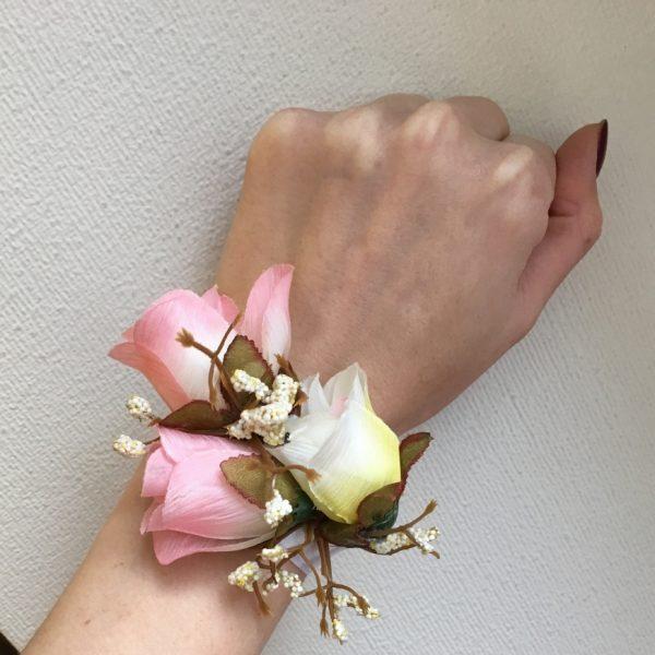 Браслет с нежными розами