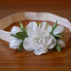 Детская повязка с белым цветком
