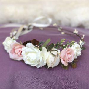 Венок с персиковыми розами